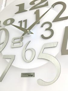 Настенные часы Incantesimo Design Модель 036 MB Free (Белый металлик)